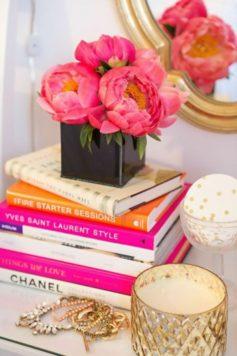 Книги на 8 марта — порадуйте своих любимых изумительным путешествием в романтический литературный мир